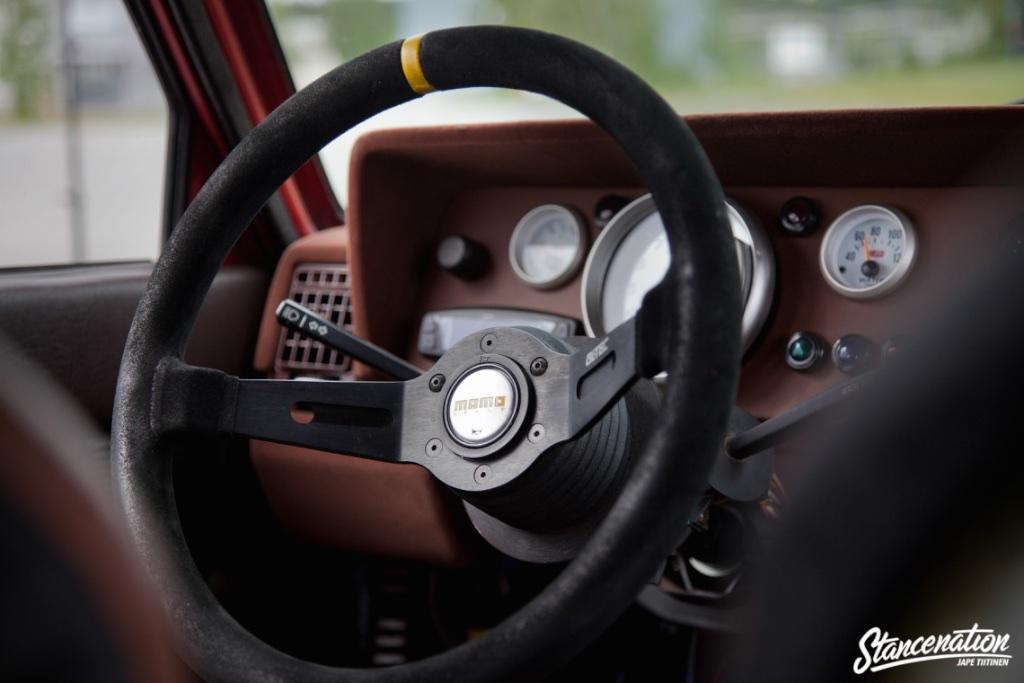 2jz-volvo-244-momo-steering