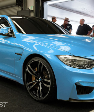 bmw-m4-front-yasmarinablue-m4-front-right