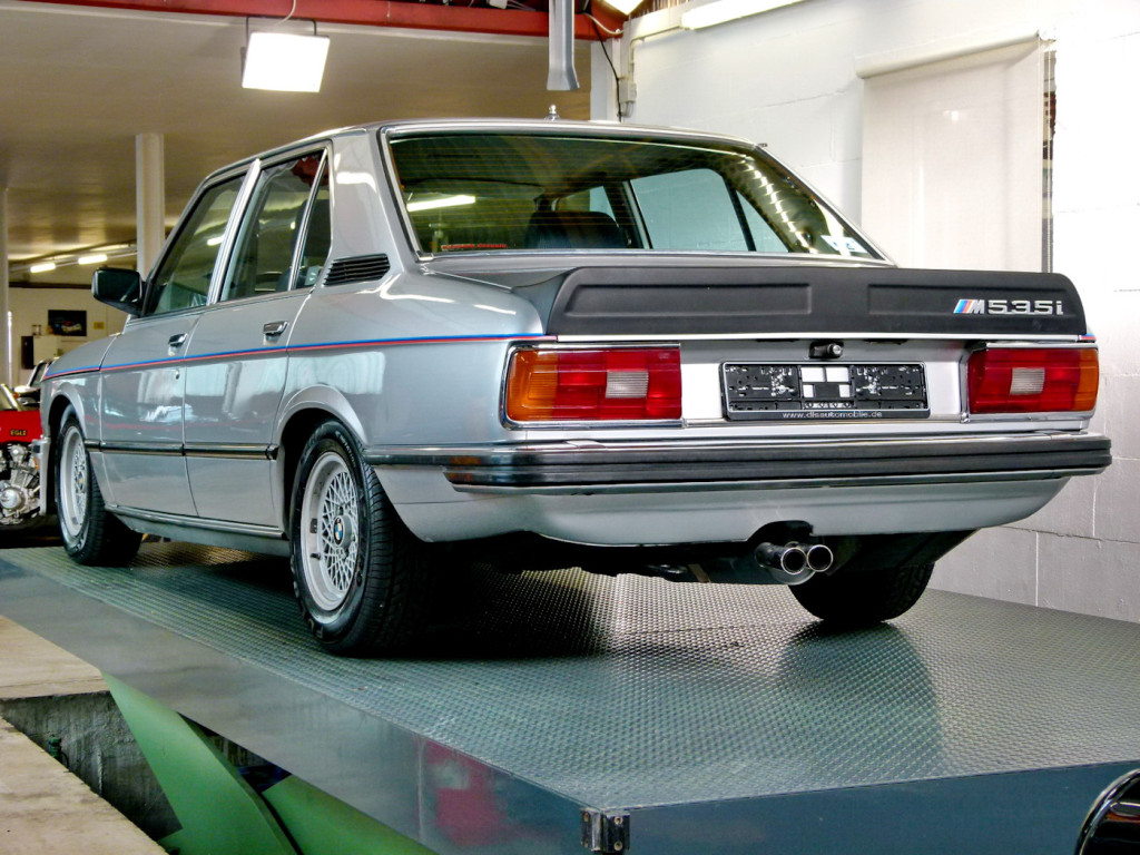 1980-bmw-m535i-e12-back-in-garage
