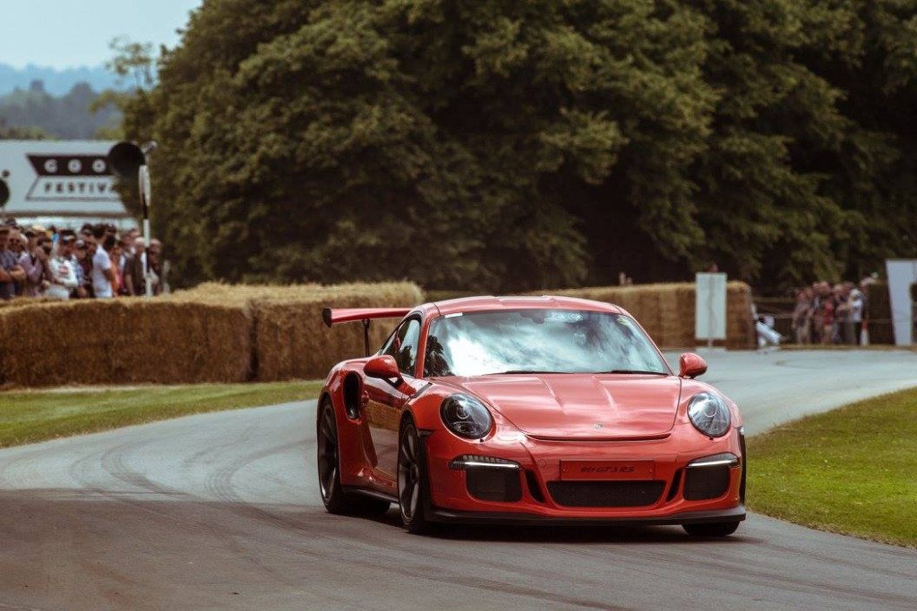 Goodwood-Festival-of-Speed-2015-Porsche-911-GT3-RS-climbs-the-hill-1