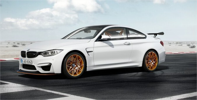 BMW-M4-GTS-looks-awesome-in-black-and-white-1