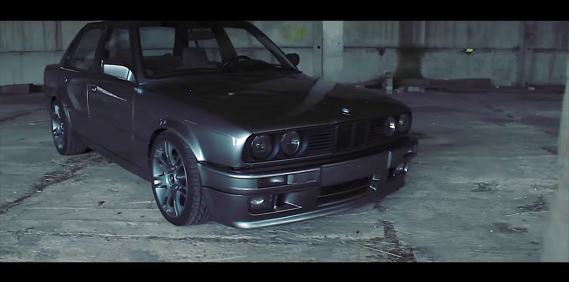 bmw e30 powered by a 4 4 liter v8 engine damnedwerk. Black Bedroom Furniture Sets. Home Design Ideas