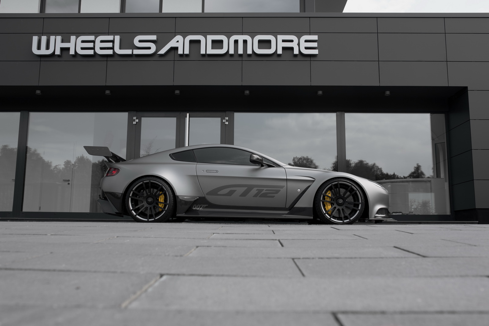 2016-aston-martin-gt12-wheelsandmore-5