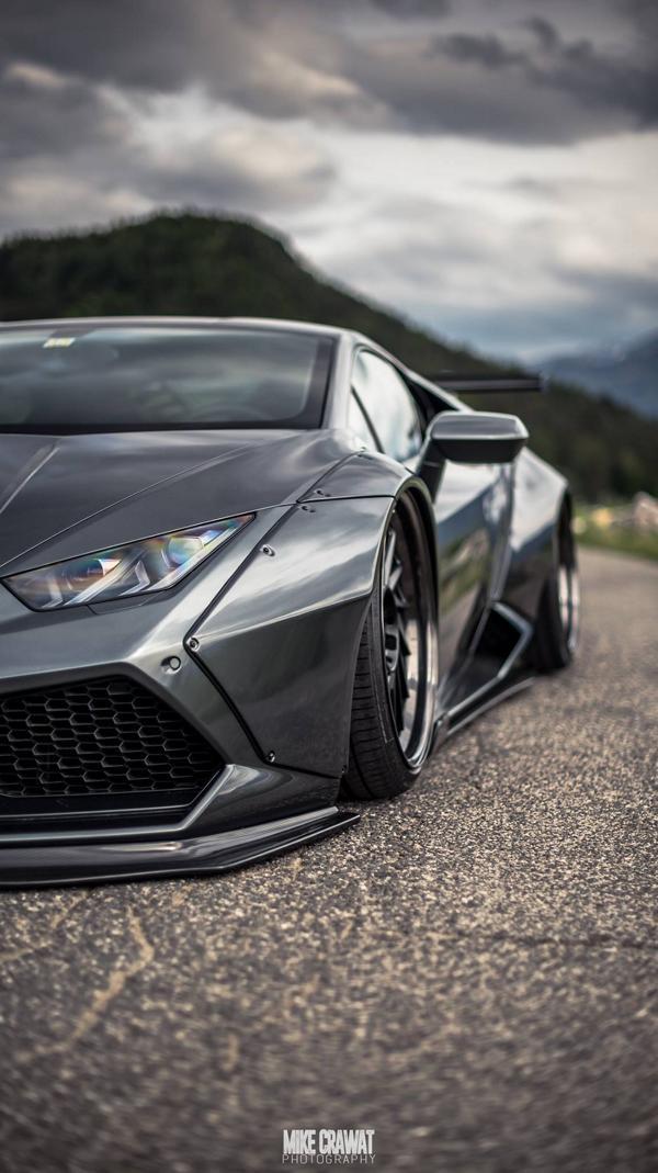 Liberty-Walk-Lamborghini-Huracan-Lexy-Roxx-Accuair-tuning-4