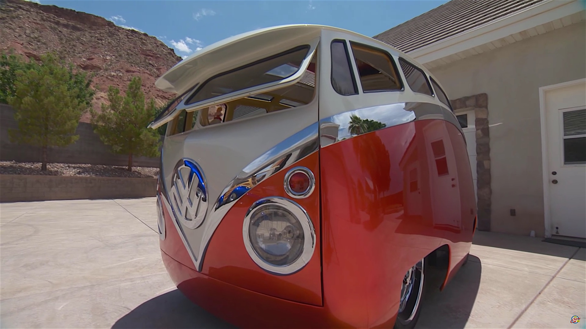A Story of A VW Bus With Cartoon Customs Modification | DamnedWerk