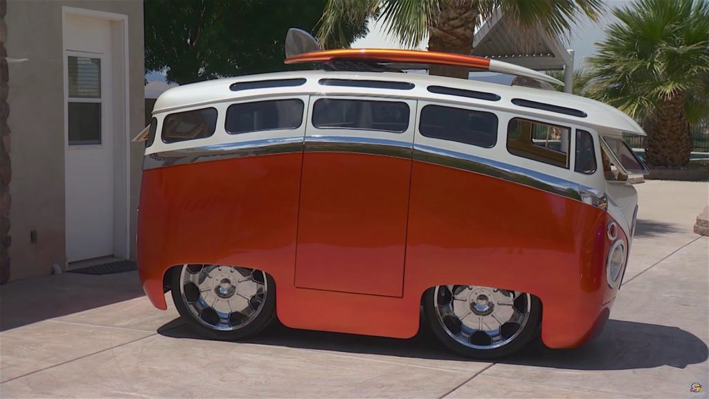 VW Bus With Cartoon Customs Mod - 2