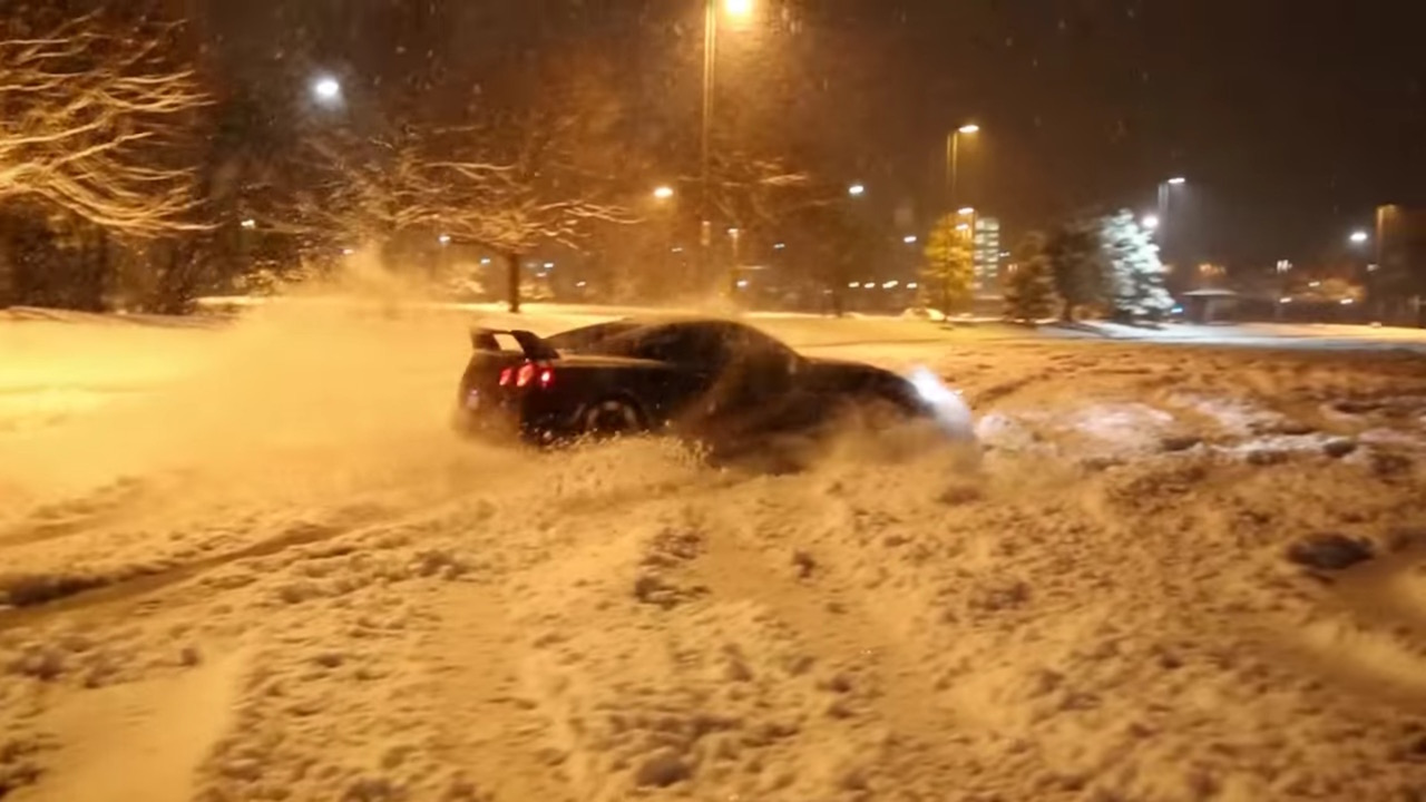 Nissan Gtr Do Launch Control In Snow Damnedwerk